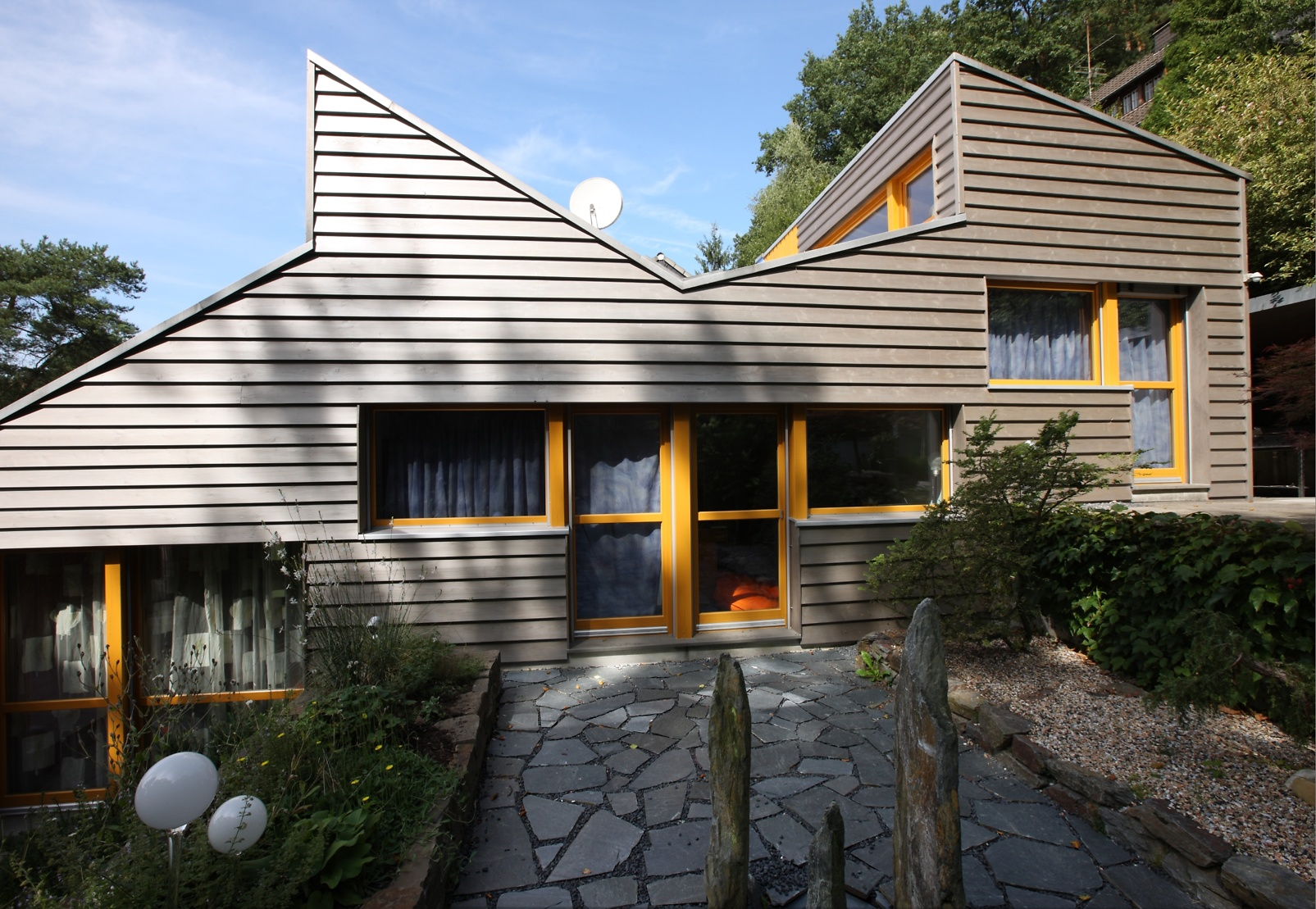 Exquisit Welche Fassadenfarbe Passt Zu Braunen Fenstern Galerie Von Zur Referenz-Übersicht