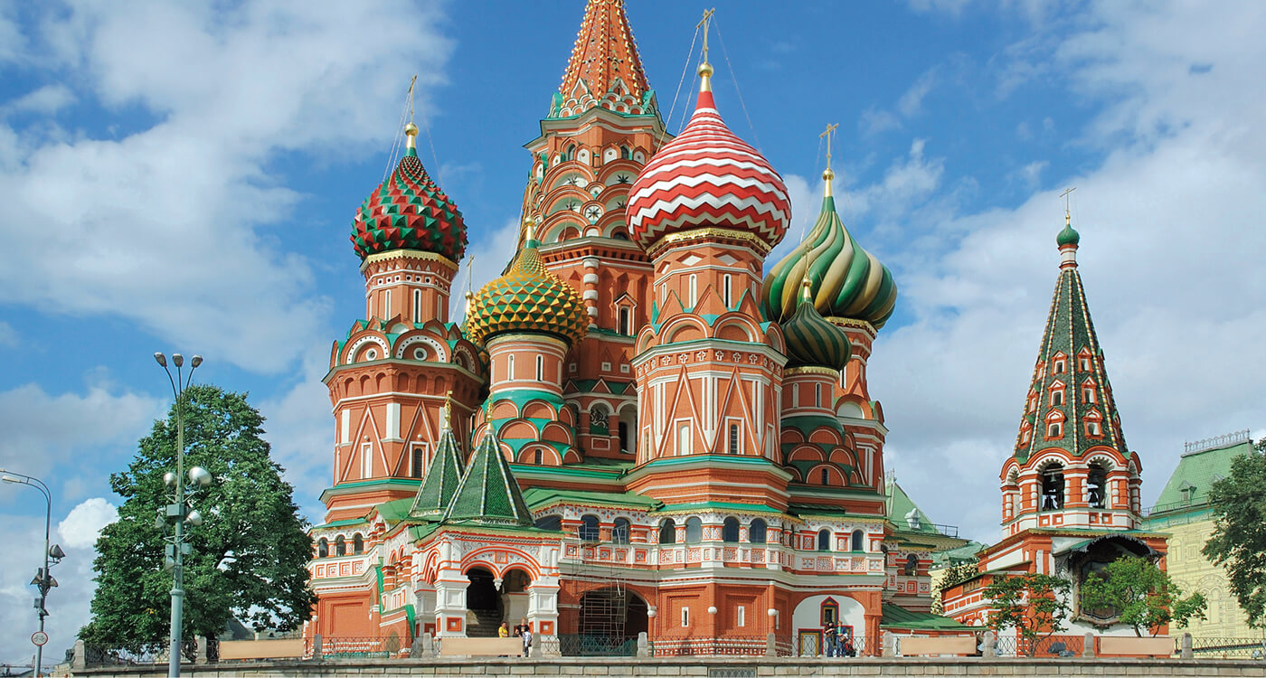 Noble Capagold adorns the Basilius Cathedral in Moscow